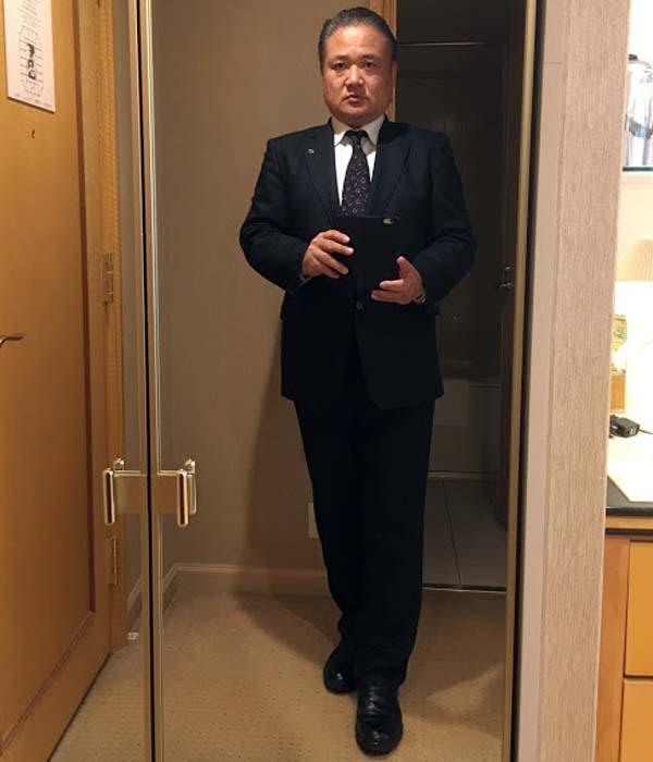 きつめのスーツ
