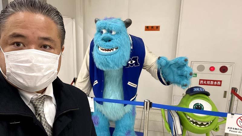 エスカレーターって東京や福岡では左側に立って、大阪では右側に立つものだ・・って、そんなアホなルールを誰が決めた!?