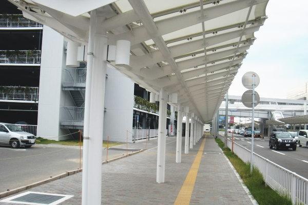 膜構造建築物 福岡空港道路駐車場