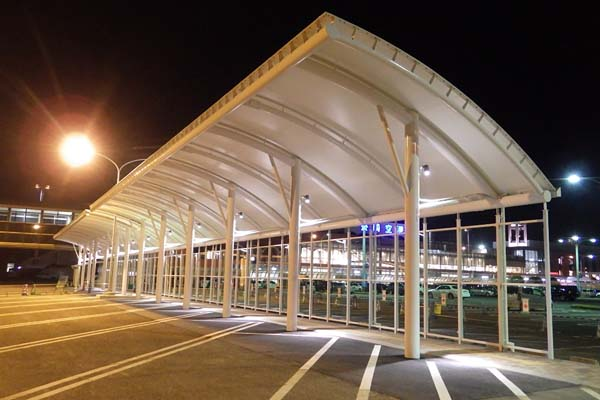 長崎空港道路駐車場ルーフ