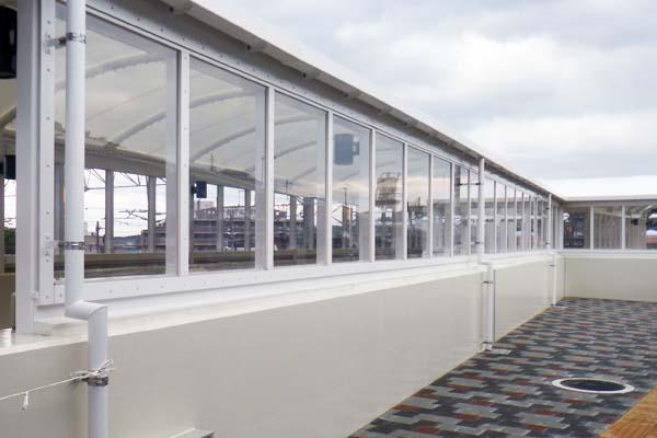 階段上屋膜屋根(クリーンマックス220)酸化チタン光触媒含有膜