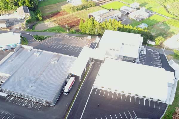 フットサル場上屋(PSS200:防炎膜材)一式W24m×L38m×H5m 通路上屋(PSS200:防炎膜材)一式W8.37m×L35.8m  W9.75m×L21.5m 人工芝 オムニコートXP-25(強化基布仕様)817.3m 屋内防球ネット一式、フットサルコート他備品一式