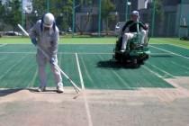 人工芝のコケを除去するリフレッシュ工事のご提案